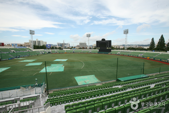 Daegu_Citizen_Stadium_(Baseball_Stadium)_(대구시민운동장(야구장))1